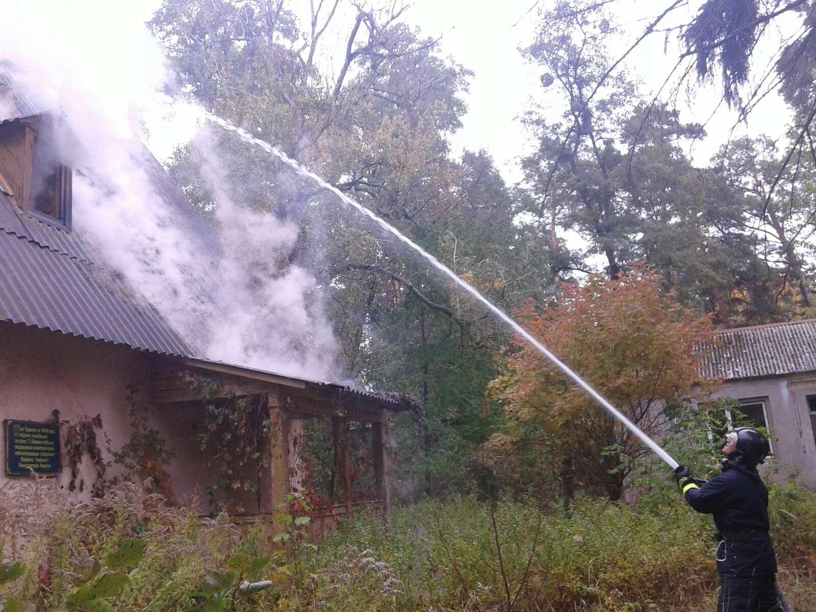 Пожежу у Ворзелі гасили 7 осіб та 3 машини -  - 0 02 04 101a305e605449d8c663c5bf01ec6ddb4ff30b14984f05d0fc5f0c6484dcf257 e546c7f9
