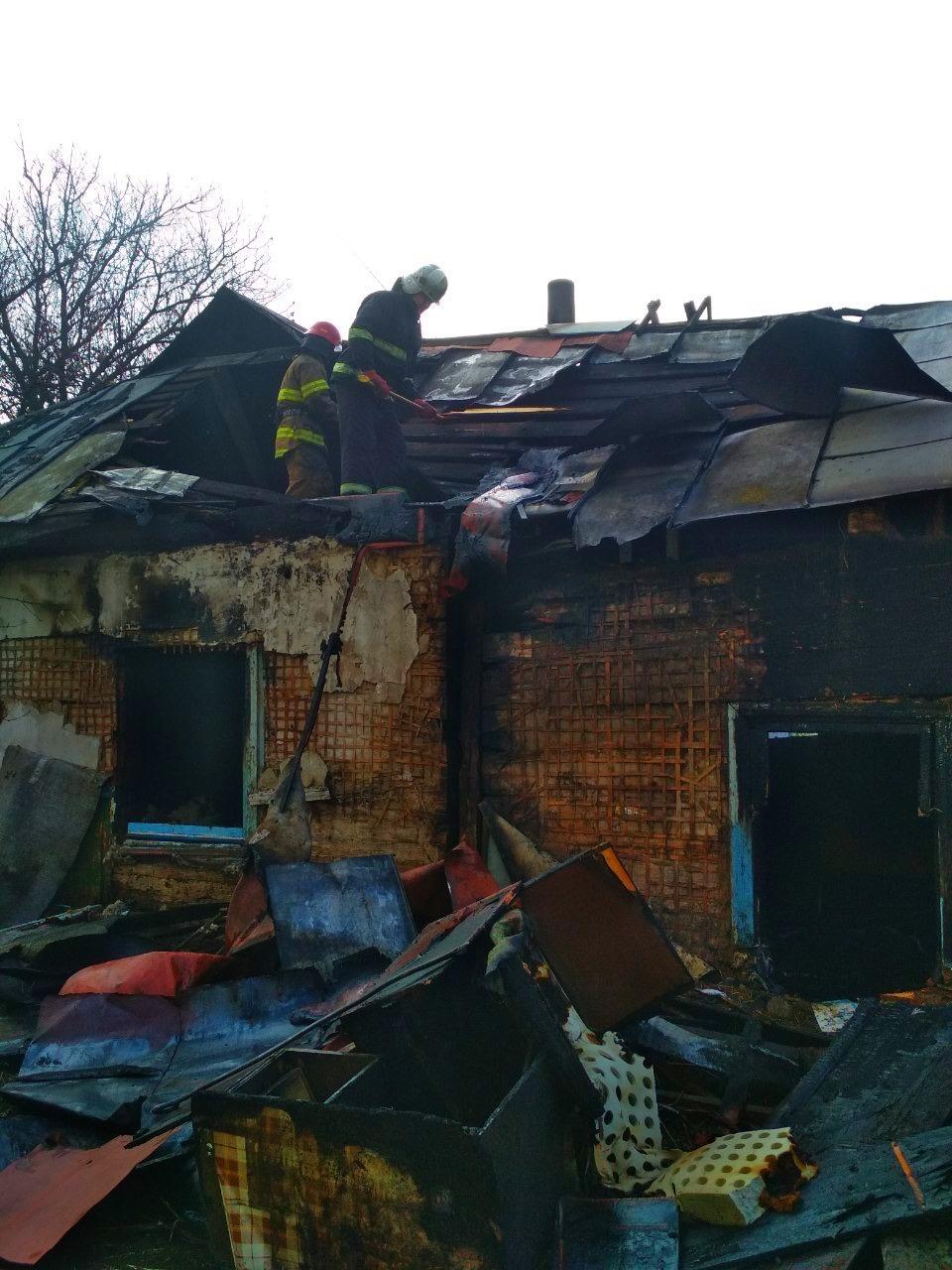 Через пожежу в житловому будинку на Київщині одна людина загинула, інша – отримала опіки - Бородянка - 05 1