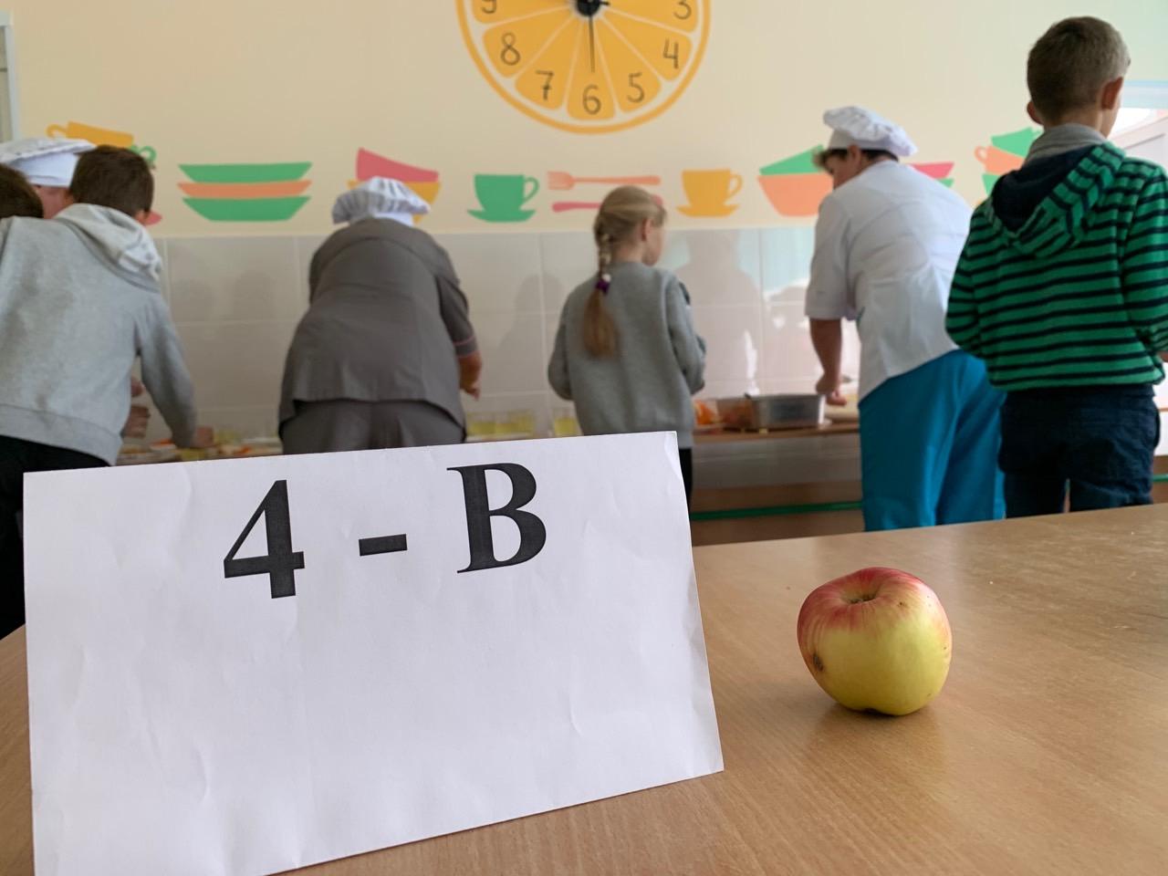Яскрава подача страв у оновленїй шкільній їдальні -  - 05207943 340A 467A 91EE 8B45FF0F9188