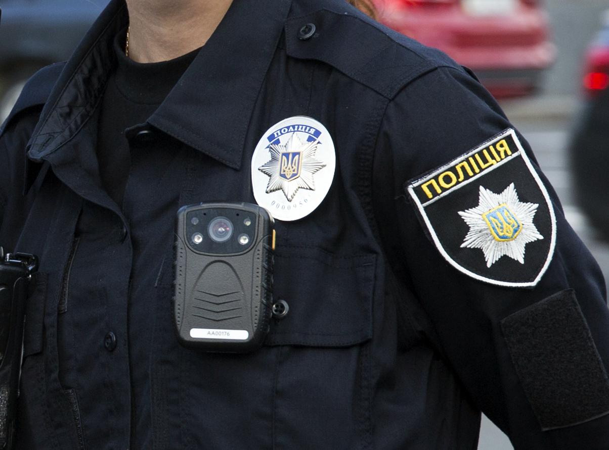 Злочинець із ножем нападає на жителів Києва -  - 085A0055 7 1