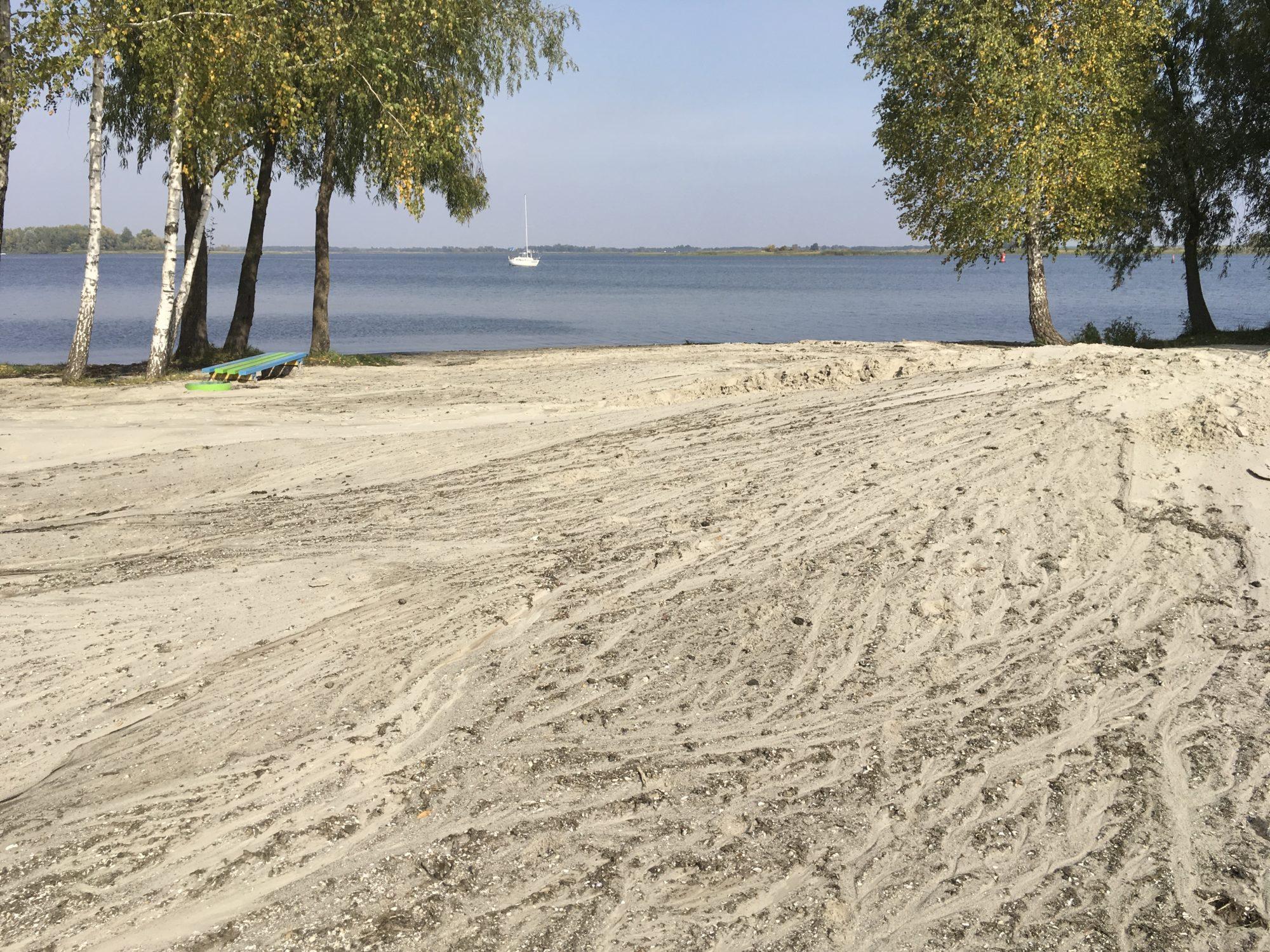 Новий пісок на дитячому пляжі в Українці -  - 08749D25 D835 4C97 9F39 11492BAED532 2000x1500