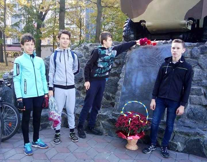 У Бучі школярі здійснили велопробіг пам'яті на честь захисників України (ФОТО) -  - 1 6