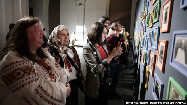 «Подолання гравітації»: історія про фотоархів - Параска Плитка-Горицвіт, Мистецький арсенал, Київ, виставка - 1018 Paraska2