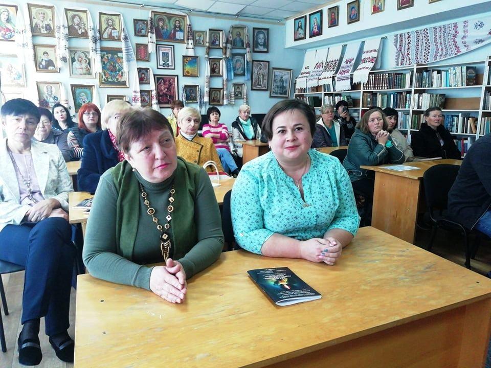 Вишгородці спілкувались із знаменитим істориком  Володимиром Сергійчуком -  - 1018 Sergijchuk glyadachi