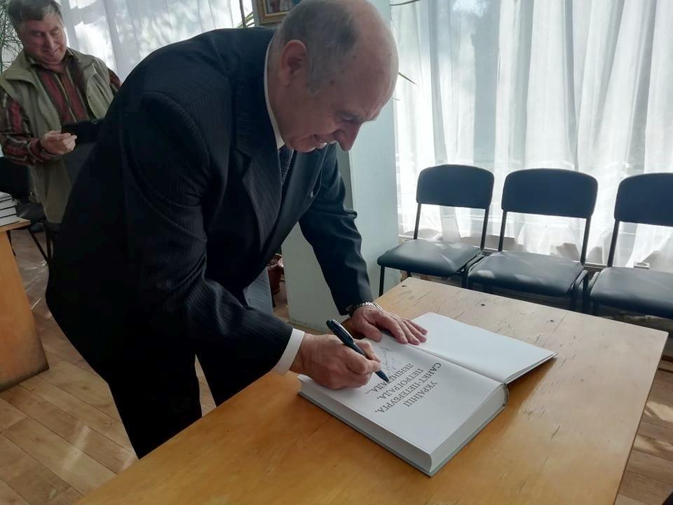 Вишгородці спілкувались із знаменитим істориком  Володимиром Сергійчуком -  - 1018 Sergijchuk osn