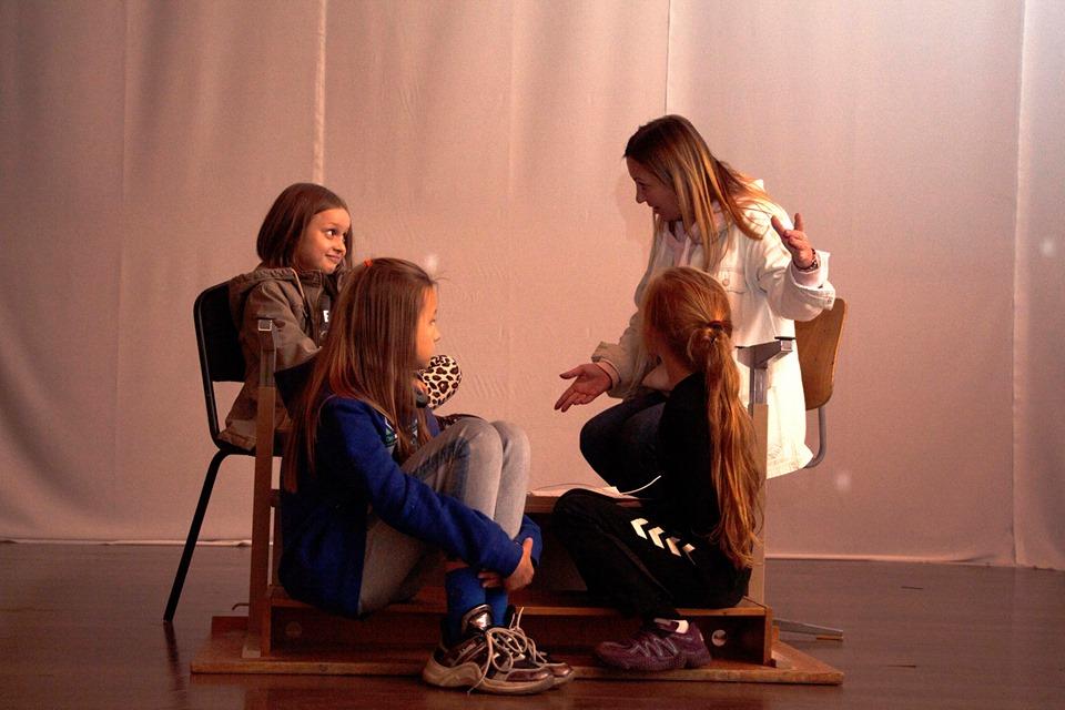"""""""Колискова для дракона"""": змінити світ на краще - спектакль, київщина, дитячий інклюзивний театр, Вишгород - 1024 Drakon1"""