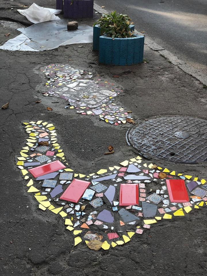 Фреска під ногами: кияни перетворили ями на асфальті в справжні витвори мистецтва - Київ - 18 plytka2