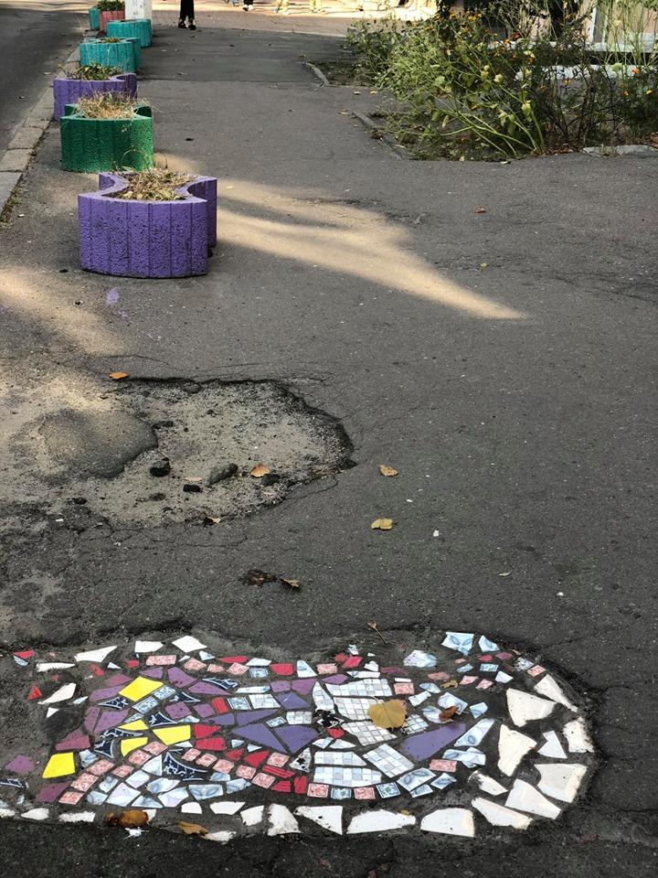 Фреска під ногами: кияни перетворили ями на асфальті в справжні витвори мистецтва - Київ - 18 plytka3