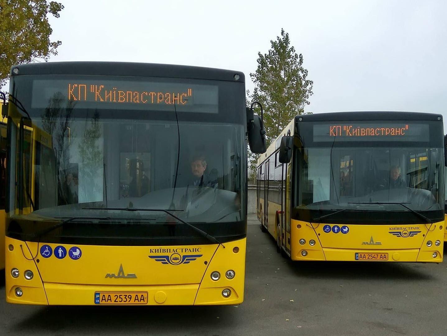 В автобусах і трамваях Києва можна буде розраховуватися банківською картою -  - 2 139