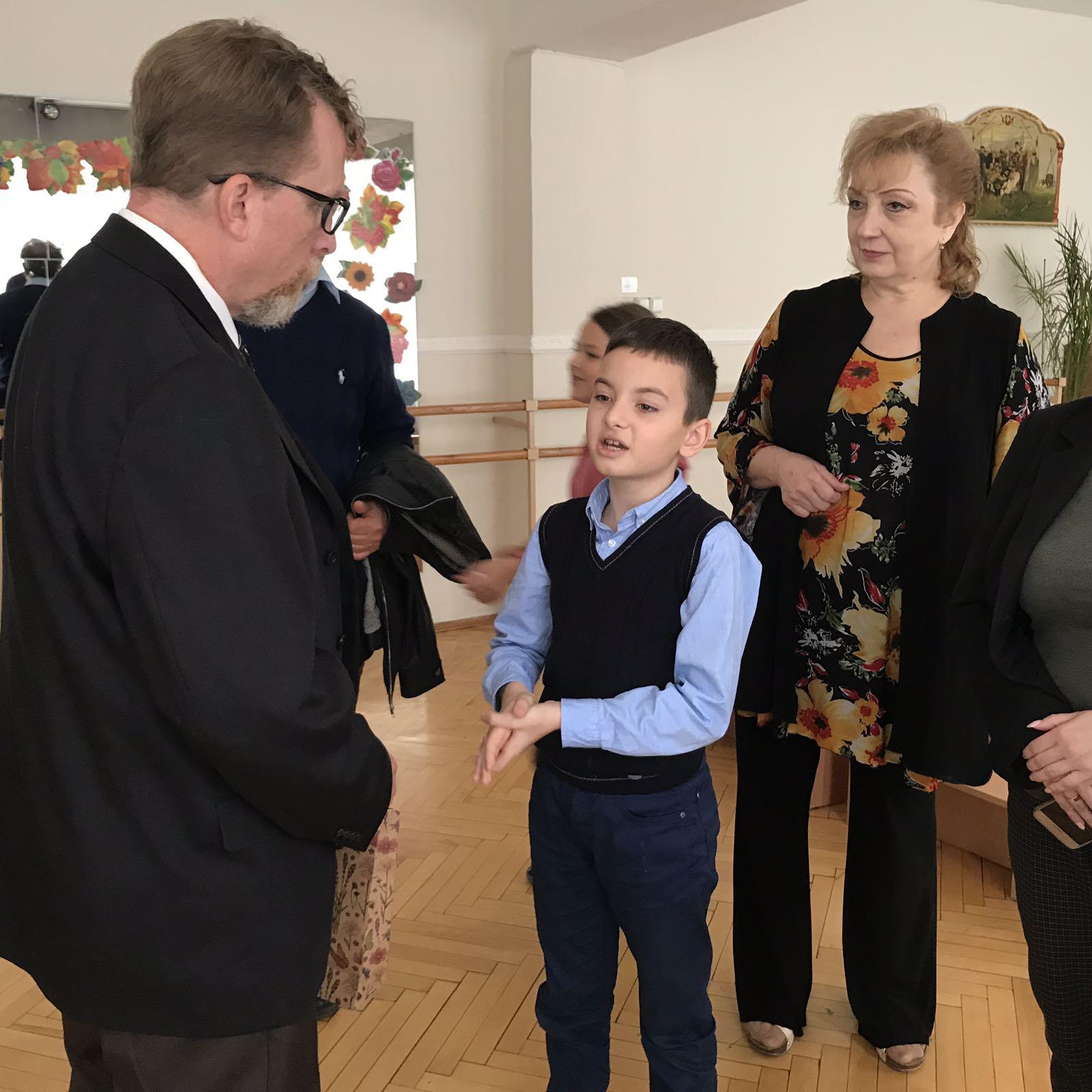 276543 Учні шкіл Броварів зустрілися з представником американського міста-побратима Рокфорда