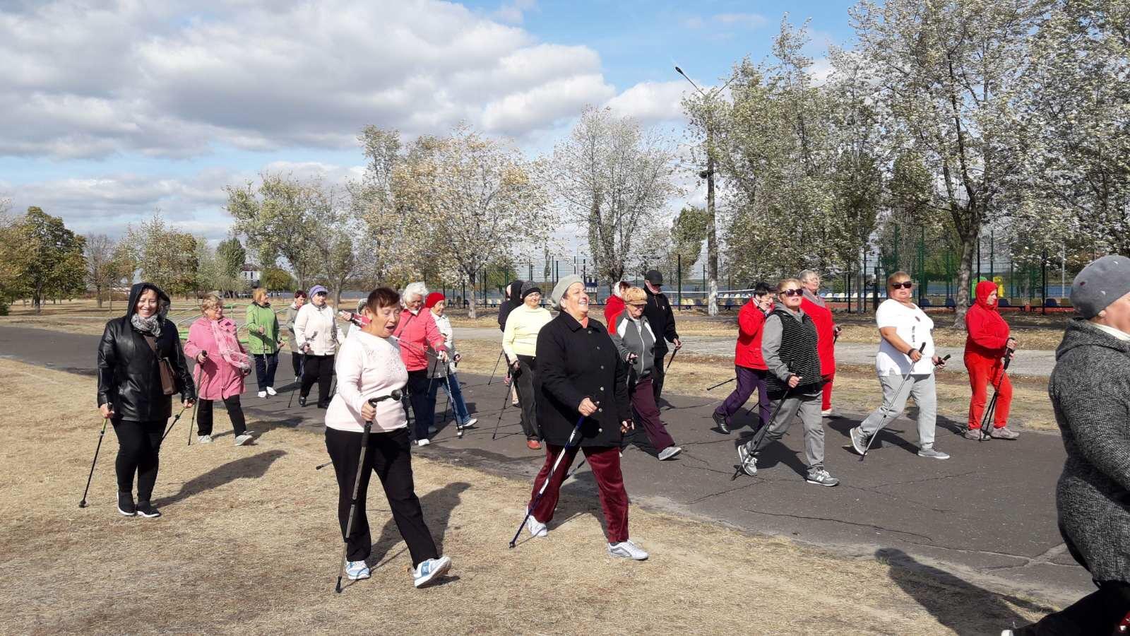 В Українці пенсіонери з палицями в руках відсвяткували День людей похилого віку -  - 378BB4FD 9EC6 45C3 98C6 54DCF34F4D41