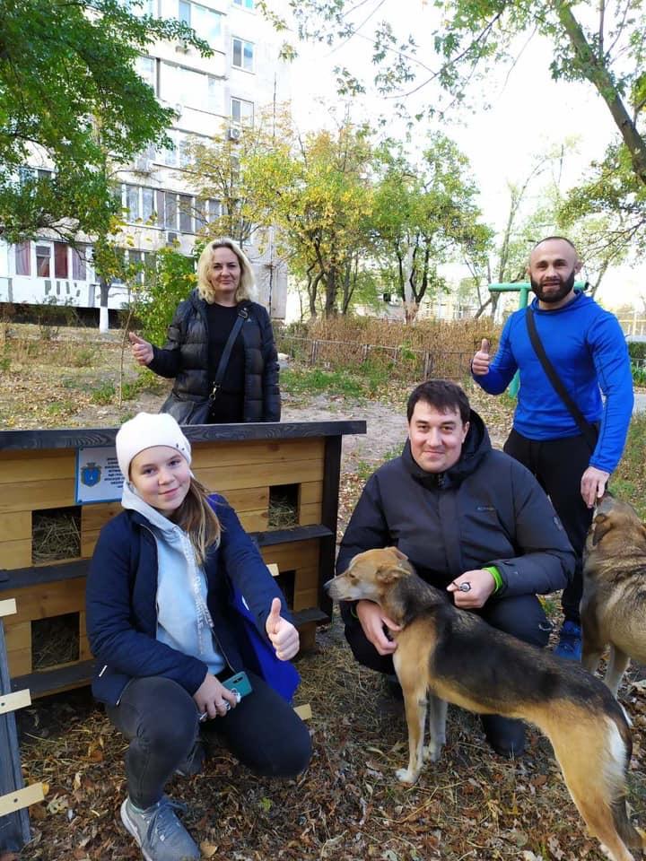 В Українці для безпритульних тварин встановили домівки -  - 4FC38786 B72F 4E3A B2F7 56EB286C30BF