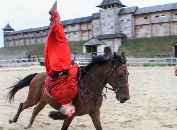 На Обухівщині в «Парку Київська Русь» відбудеться кінно-трюкове шоу -  - 5cb88e643f4b1