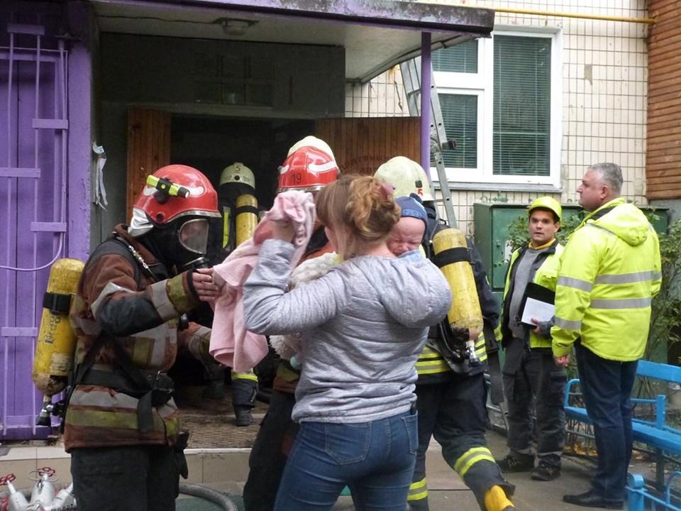 72155230_815256885537066_8822666843861811200_n Пожежа у багатоповерхівці Києва: людей масово евакуйовували із квартир