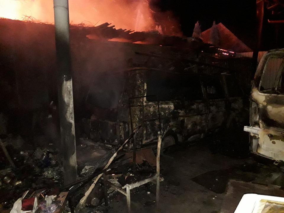 У Броварах згорів будинок і дві автівки -  - 72528157 1394882630661979 2830586587132198912 n