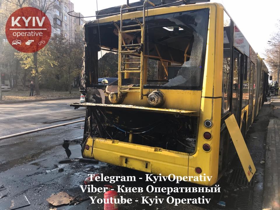 У Києві тролейбус із пасажирами спалахнув на ходу -  - 72800693 821507848245303 3103194956047581184 n
