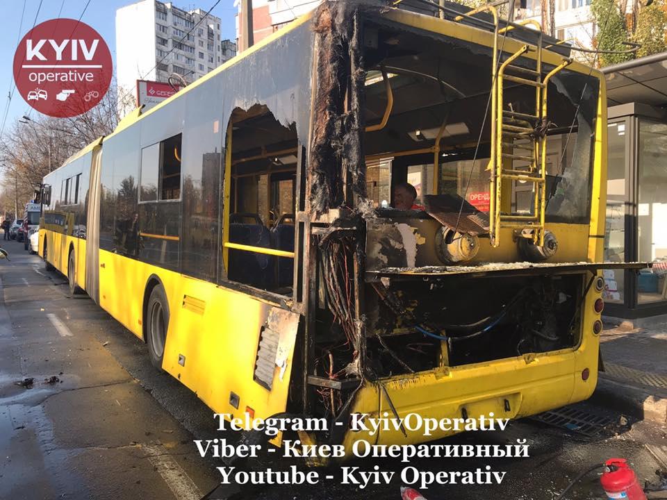 У Києві тролейбус із пасажирами спалахнув на ходу -  - 73156790 821507801578641 3990594233726664704 n