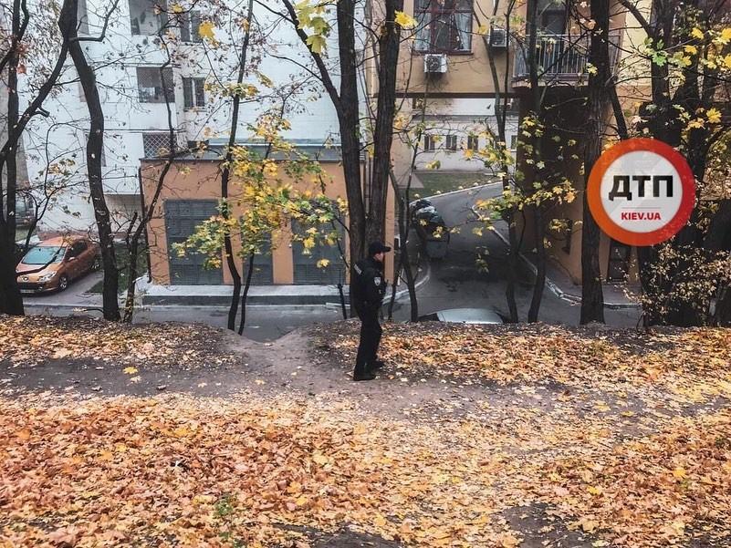 У Києві на території університету вчинив самогубство юнак -  - 73302965 1456325411200014 8631364349048389632 n
