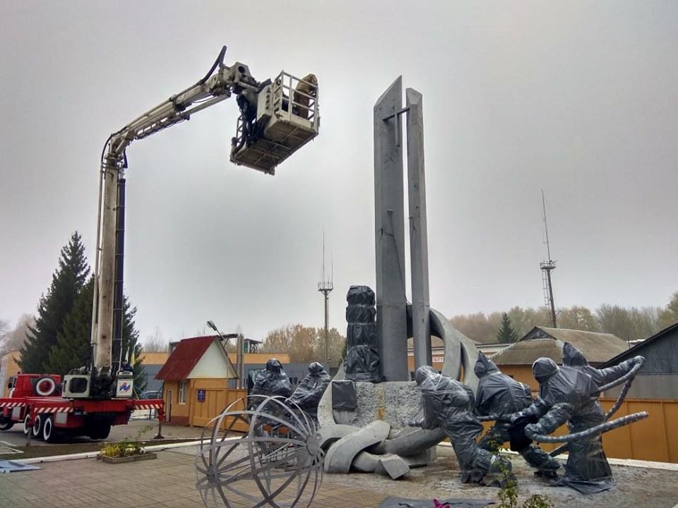 """""""Тим хто врятував світ"""": скульптурна композиція ліквідаторам аварії на ЧАЕС  потребує допомоги -  - 73349354 2776192832399527 906232747926749184 n"""