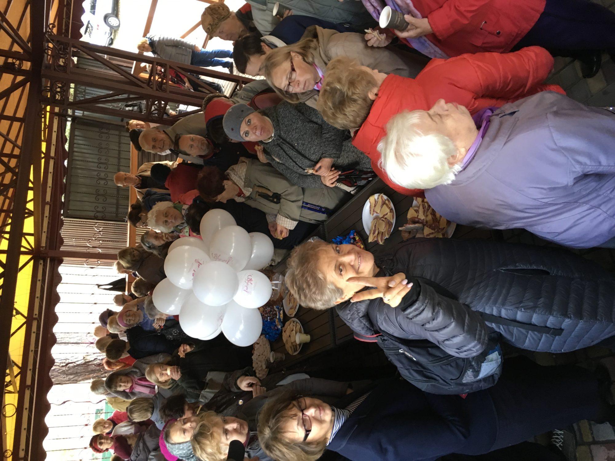 В Українці пенсіонери з палицями в руках відсвяткували День людей похилого віку -  - 8B38A5C0 80D1 40A4 9ADD 80A143DB1D61 2000x1500