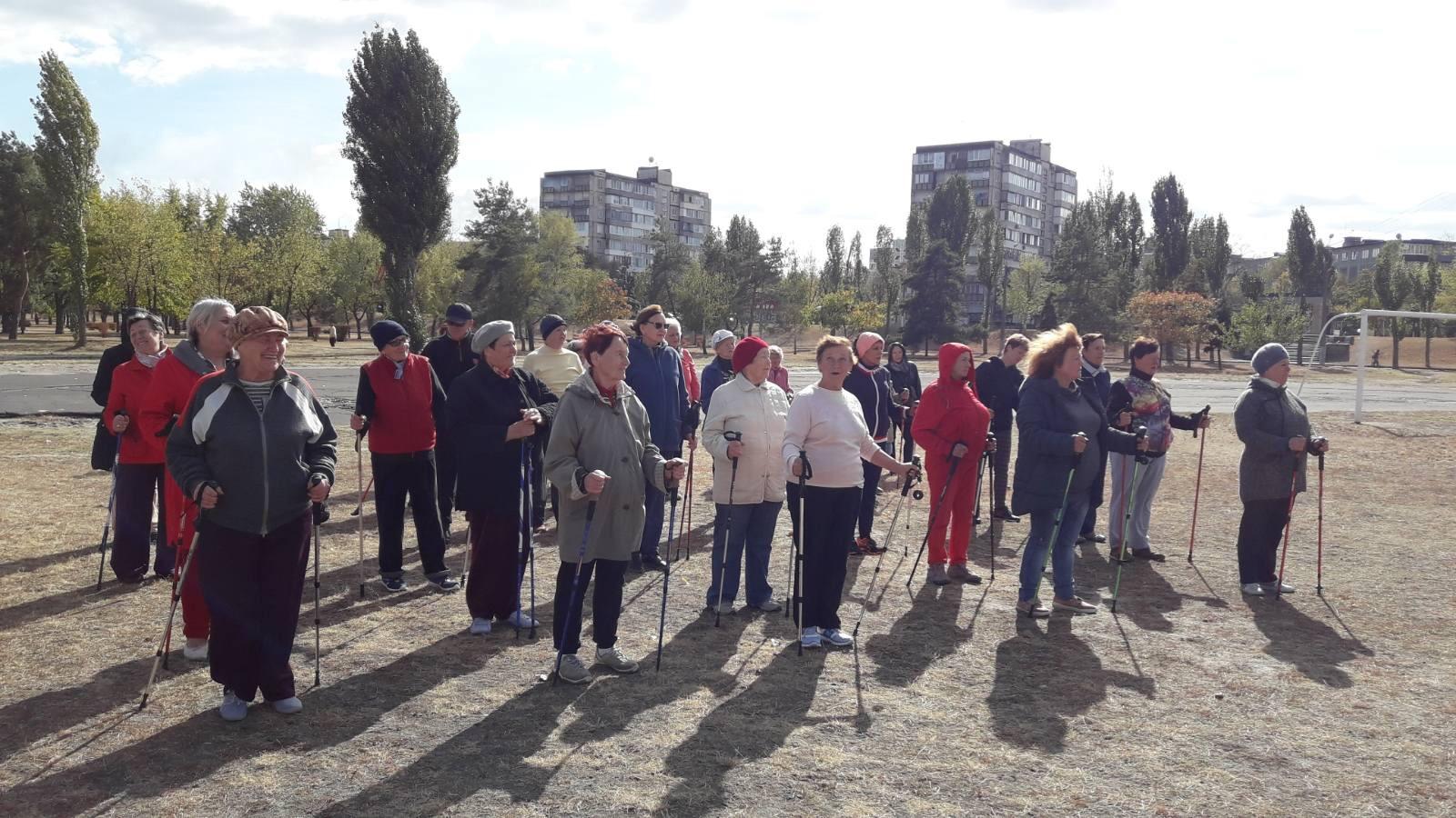 В Українці пенсіонери з палицями в руках відсвяткували День людей похилого віку -  - AE4F10C0 2B70 4EA0 9E9A 8AB20D772453