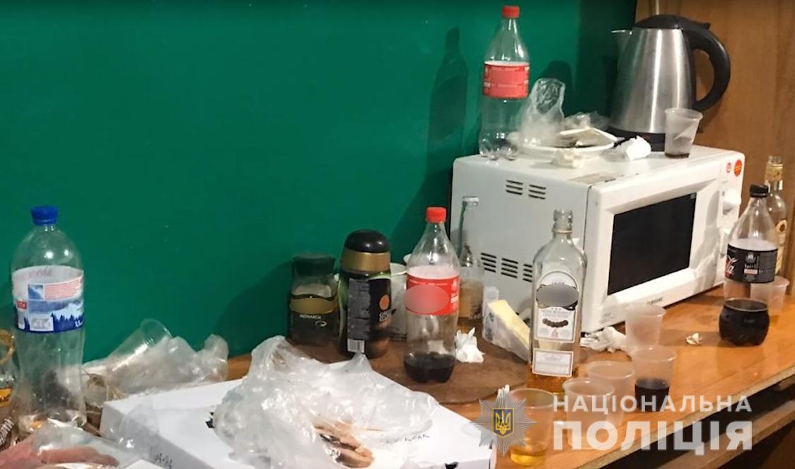 """У Броварах викрили конвоїрів, які в приміщенні місцевого суду організовували """"дозвілля"""" підсудним (відео) -  - Banda1"""