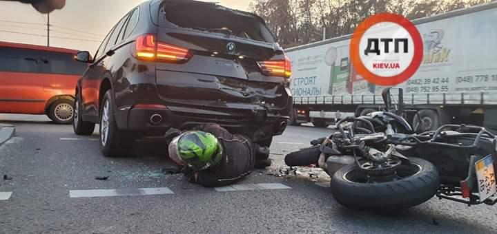 МотоДТП на Академмістечку: біля повороту на Коцюбинське мотоцикліст в'їхав в авто порушника -  - FB IMG 1571810568883