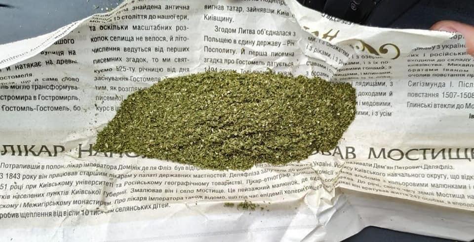 """""""Історичний"""" канабіс: у Гостомелі в молодика виявили наркотичну речовину - Приірпіння, поліція Київщини, наркотична речовина, київщина, канабіс, Ірпінський відділ поліції, Гостомель - Gost ist kanab"""