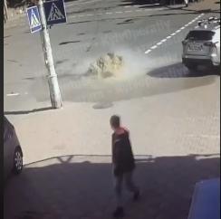 Одну із вулиць Києва залило окропом (відео) -  - Novyj rysunok