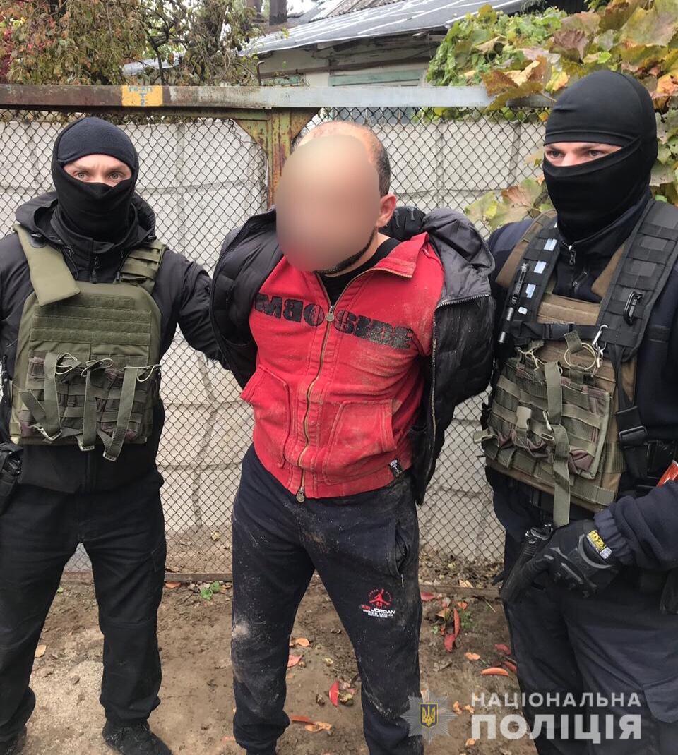 Zatr-ayz Розбійний напад на Кагарличчині: побили господаря оселі, зв'язали його сина та відібрали 37000 доларів і 40000 гривень
