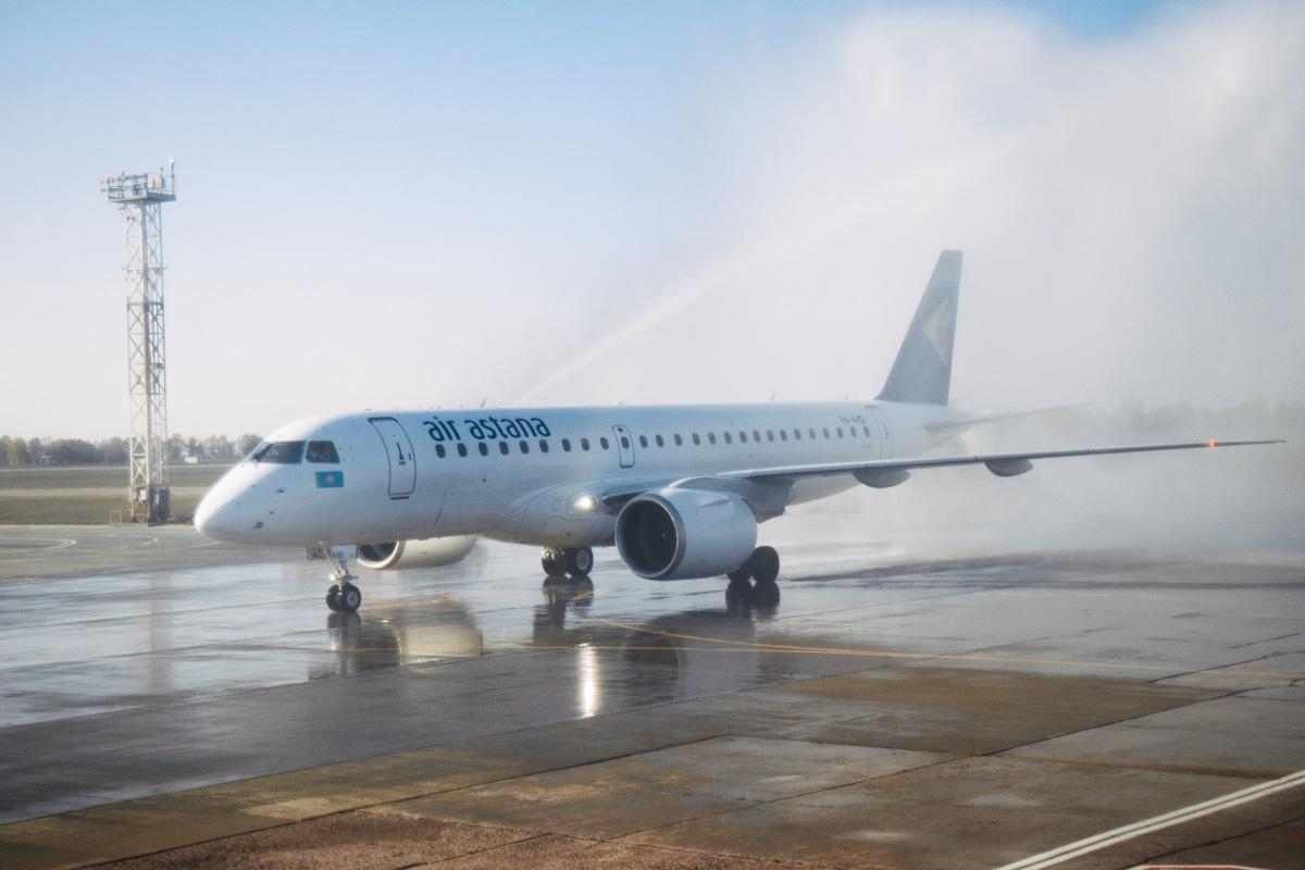 """У """"Борисполі"""" чекали на особливий літак, а прибув звичайний -  - airastana 1 iz 1 2"""