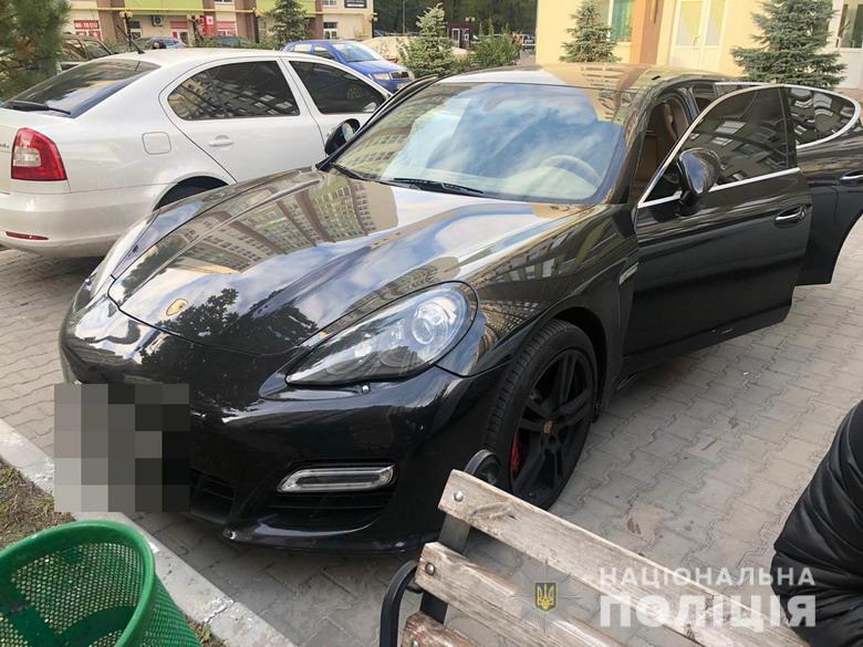 Боргу немає - Porsche Cayenne відібрали: у Києві затримали членів злочинного угрупування (відео) -  - chechenuvumog171019