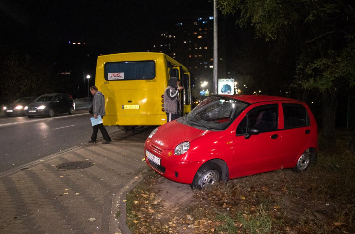 У Києві автобус із пасажирами протаранив легковика -  - dtp marshrutka 3 of 7