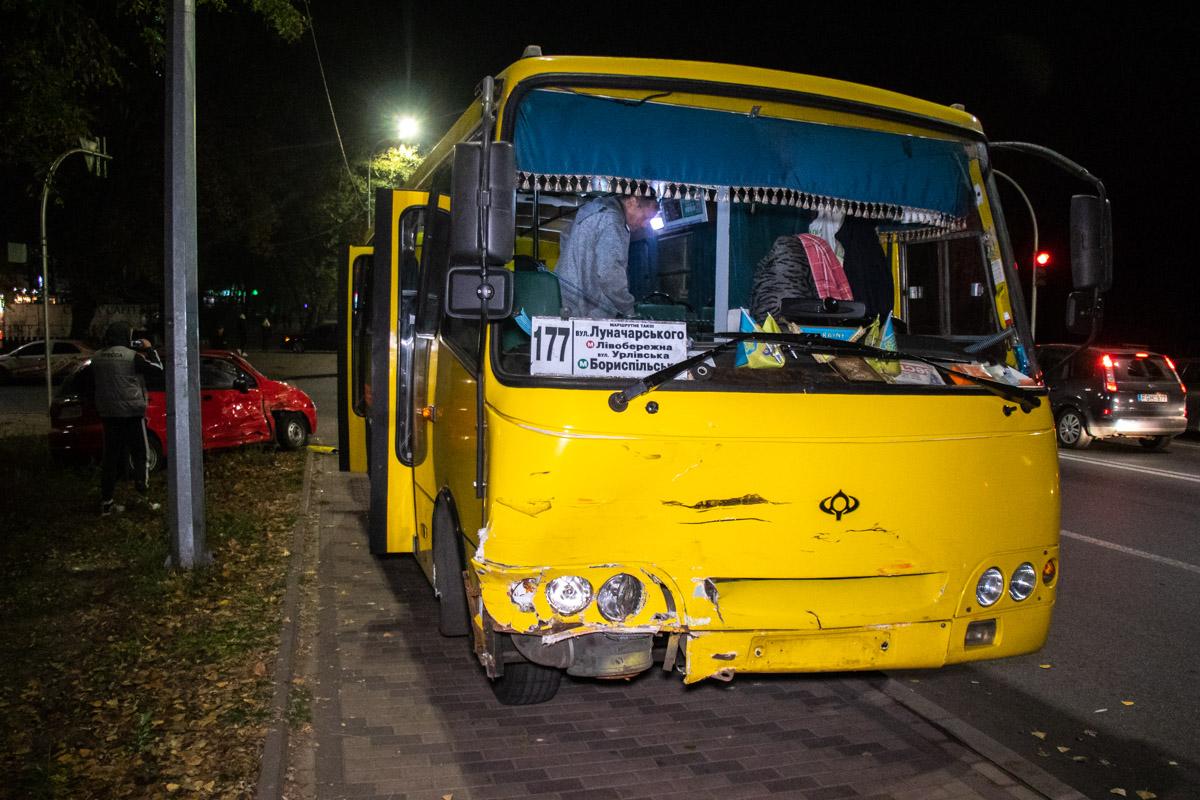 У Києві автобус із пасажирами протаранив легковика -  - dtp marshrutka 4 of 7