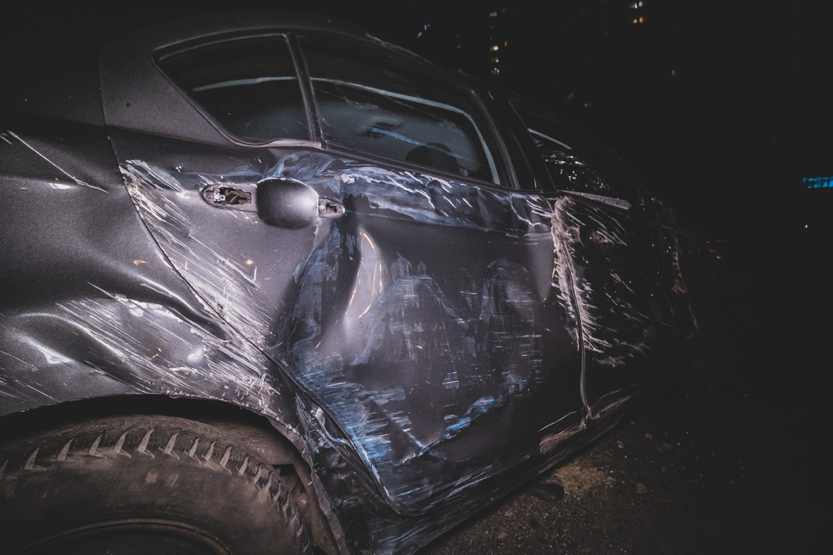 П'яний водій легковика розгромив  паркан стоянки і перекинувся -  - dtp pozniaky 2