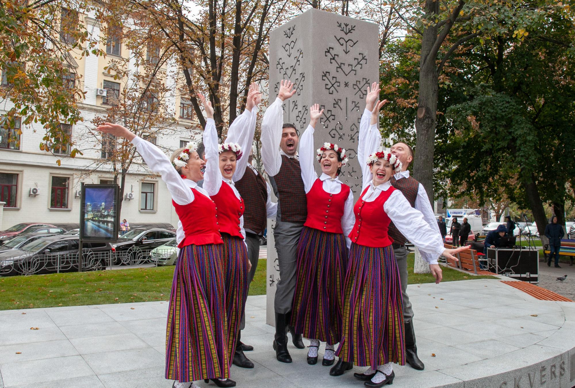 В столиці відкрили «Латвійський» сквер -  - imgbig 1 1 2000x1350
