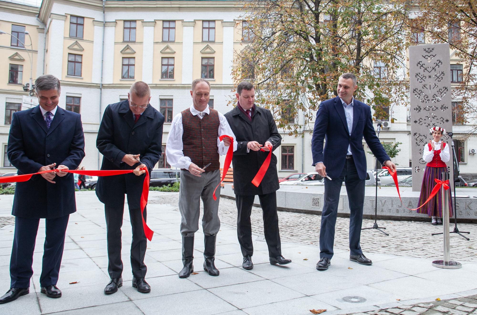 В столиці відкрили «Латвійський» сквер -  - imgbig 3 2 2000x1322