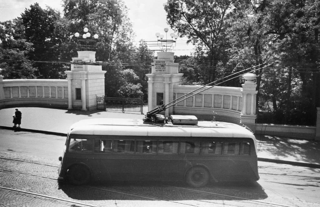 Назад у минуле: вхід до метро понад 80 років тому -  - kyyiv stare foto3