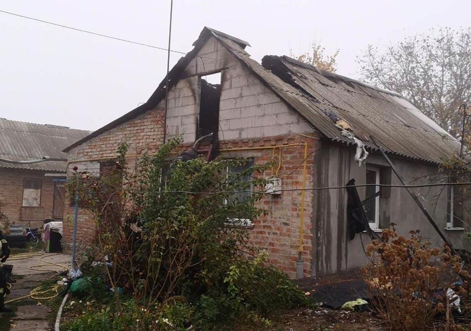 У Фастові горів будинок: загорілось перекриття - Фастів, пожежа, ДСНС - l MJO1acVq4