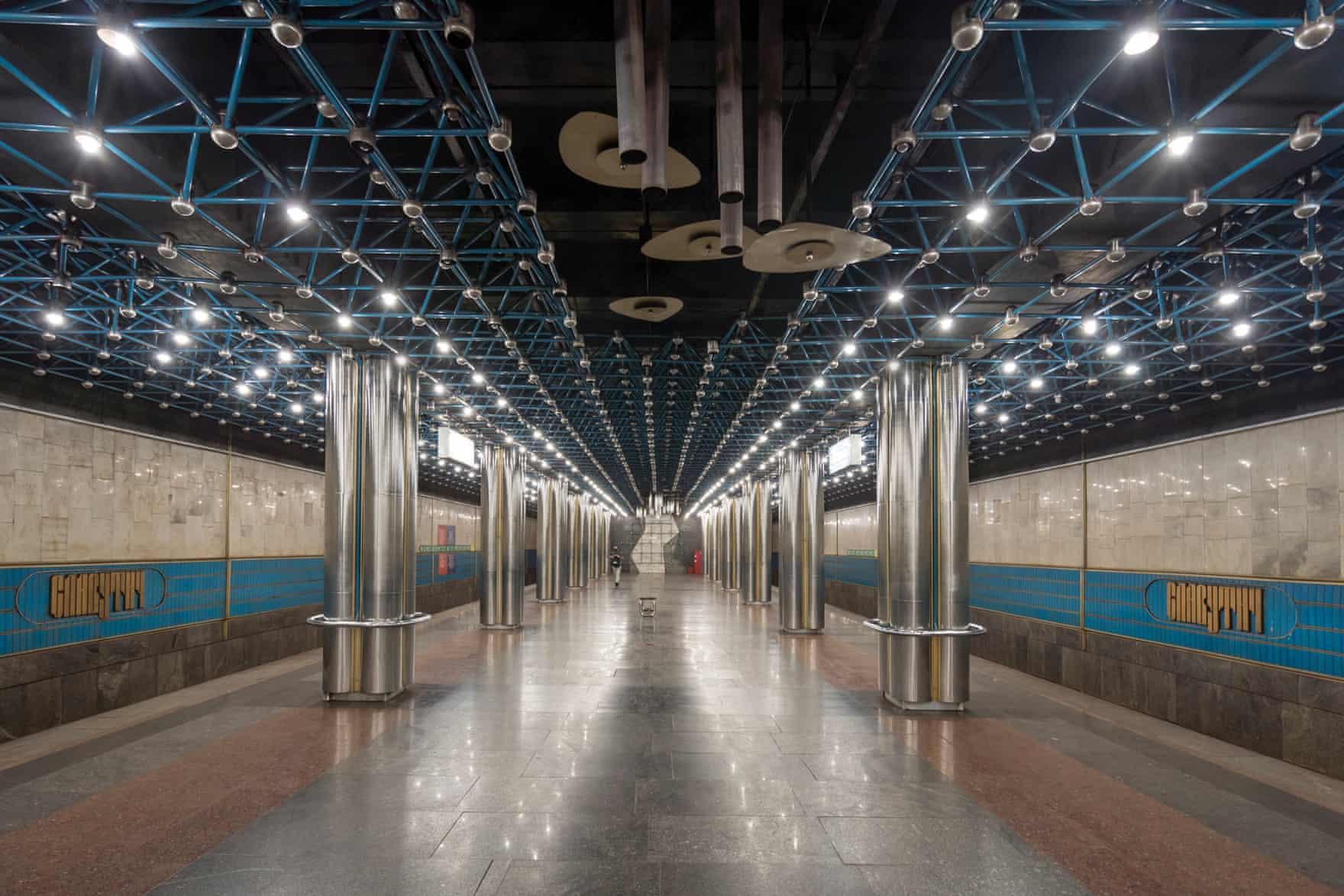 Палаци людей - станції Київського метро -  - metro Slavutych