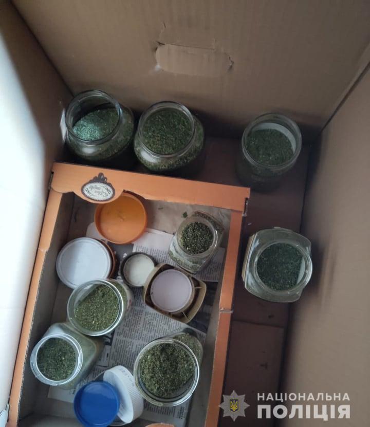 Унюхав канабіс: на Обухівщині поліцейський пес в одній з осель знайшов наркотики -  - nar4