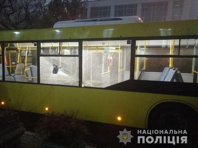 У Києві закидали камінням автобуси з футбольними вболівальниками -  - pech2410192