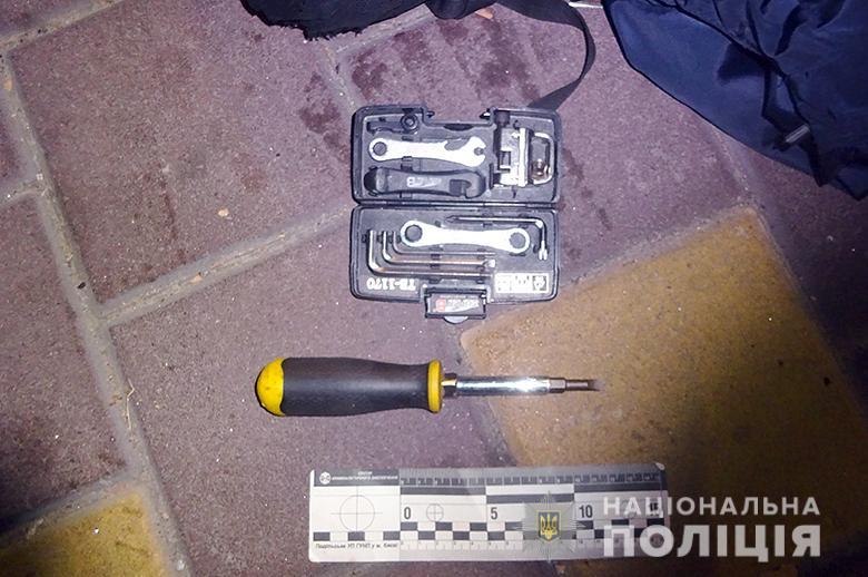 На Подолі киянин допоміг поліцейським затримати чоловіка, який обікрав його автівку -  - podolkrazha1810192