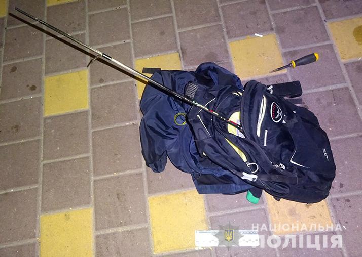 На Подолі киянин допоміг поліцейським затримати чоловіка, який обікрав його автівку -  - podolkrazha1810193