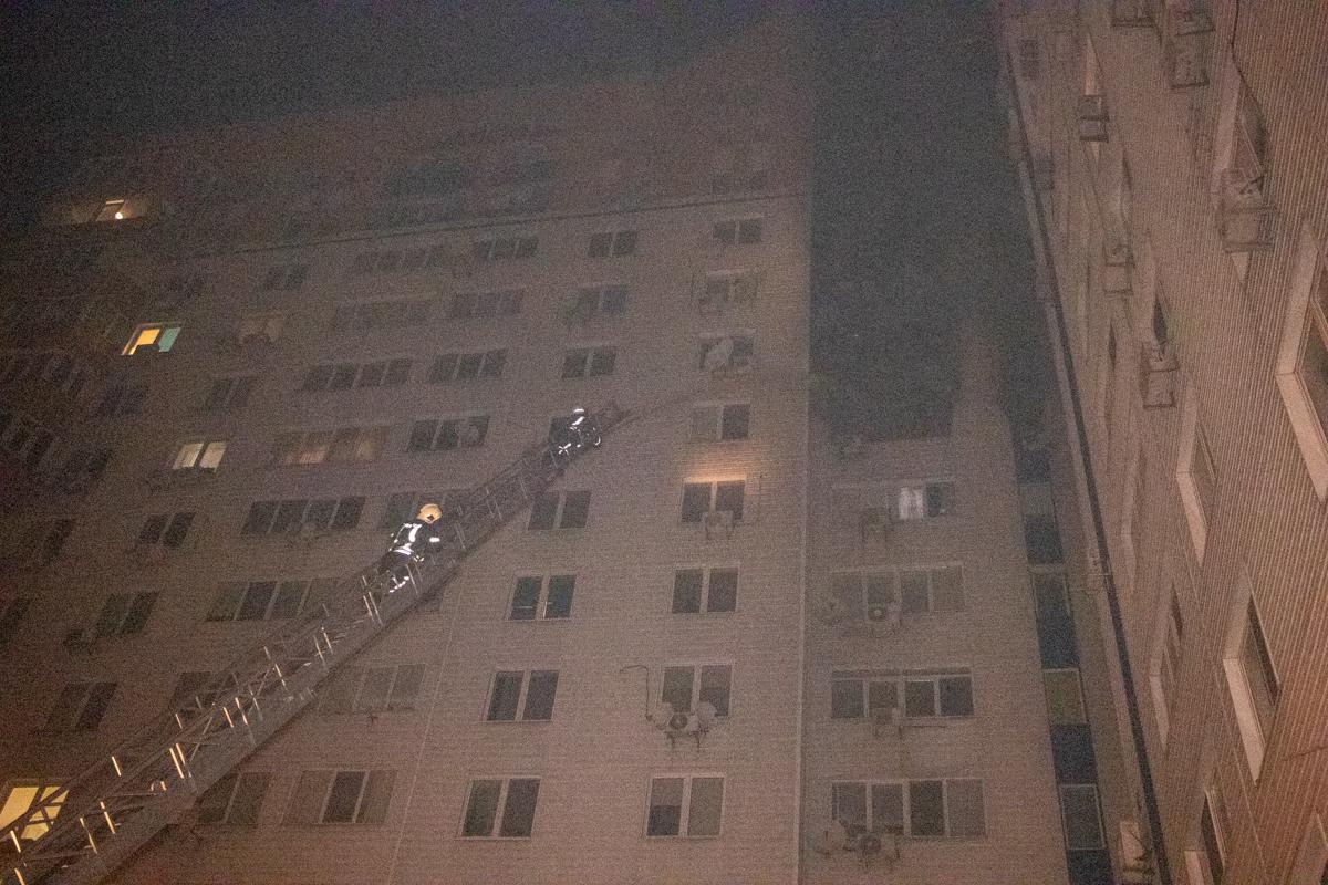 Через пожежу у багатоповерхівці Києва евакуювали 21 людину -  - pozhar 9