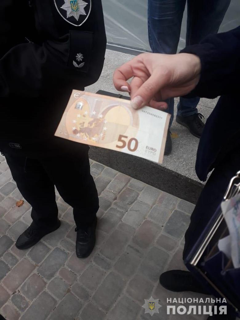 За крадіжку гаманця у Києві затримано двох жінок -  - shevchopv193133