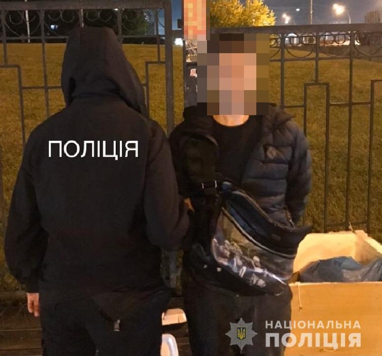 У Києві затримали за крадіжку чоловіка, який перебував у розшуку за аналогічний злочин -  - solomakrazha18102019