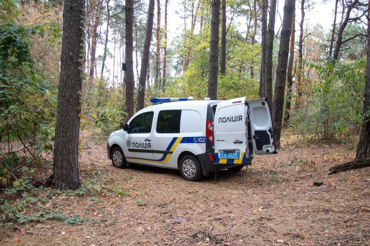 У лісі під Броварами знайшли повішеним молодого хлопця (відео, фото 18+) -  - trup 5 of 5