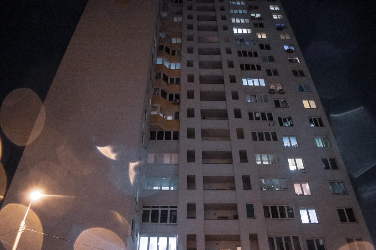 У Києві школяр вистрибнув із вікна -  - trup zakrevskogo 4