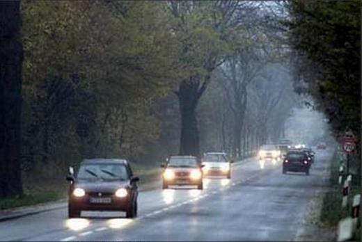З 1 жовтня їзда вдень з увімкненим світлом поза населеними пунктами - обов'язкова - Національна поліція, водії - uvimkneni fary